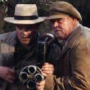 Jack Black as Carl Denham and John Sumner as Herb in Peter Jackson's adventure movie King Kong - 395 x 240