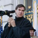 Director Gus Van Sant on the set of MILK.
