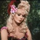 Jeannine Riley as Lulu McQueen on the Dusty's Trail television show - 335 x 267