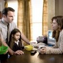 L to R: Courtney Taylor Burness as Bridgette, Julian McMahon as Jim, Shyann McClure as Megan and Sandra Bullock as Linda in Premonition - 2007 - 400 x 247