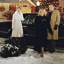 a scene from Surviving Christmas, starring Ben Affleck, Catherine O'Hara, Christina Applegate and James Gandolfini.