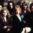 Singles (1992) - Campbell Scott, Kyra Sedgwick, Matt Dillon, Sheila Kelley, Bridget Fonda and Jim True-Frost. - 454 x 298