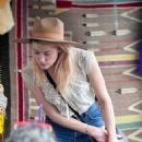 Amber Heard – Shopping at the Pasadena Flea Market in Pasadena