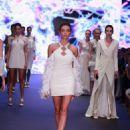 "Özge Ulusoy : ""Arzu Kaprol"" Fashion Show - Runway"