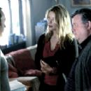 Jonathan Rivers (Michael Keaton) and Sarah Tate (Deborah Kara Unger) in White Noise