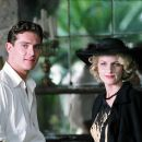 Robert Windermere (Mark Umbers) and Mrs. Erlynne (Helen Hunt) in A GOOD WOMAN. Photo credit: Sergio Strizzi - 454 x 304