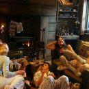 Sarah (Shauna Macdonald), Juno (Natalie Mendoza), Holly (Nora Jane Noone), Jessica (Molly Kayll), Rebecca (Saskia Mulder) in Lions Gate Films' The Descent - 2006. - 393 x 255