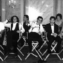 Director Gil Junger (left) poses with his cast, including (left to right) Heath Ledger, Andrew Keegan, David Krumholtz, Joseph Gordon-Levitt, Susan May Pratt, and Julia Stiles in 10 Things I Hate About You