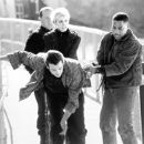 Peter Firth, Hudson Leick, Skeet Ulrich and Cuba Gooding Jr. in Warner Brothers' Chill Factor - 1999