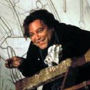 Ruben Blades is commissioned to create a mural in the lobby of the new Rockefeller Center in Touchstone's Cradle Will Rock - 12/99 - 350 x 234