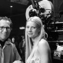 Director/producer Bruce Paltrow and Gwyneth Paltrow on the set of Hollywood Pictures' Duets - 2000 - 380 x 250