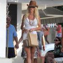 Victoria Silvstedt - shopping in St. Barts - 29/12/10
