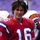 Keanu Reeves as Shane 'Footsteps' Falco, once a hot All American prospect on the football field, in Warner Brothers' The Replacements - 2000