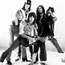 Lead vocalist and co-lead guitarist David St. Hubbins (Michael McKean), drummer Mick Shrimpton (R.J. Parnell), co-lead guitarist Nigel Tufnel (Christopher Guest), keyboardist Viv Savage (David Kaff) and bass player Derek Smalls (Harry Shearer) are Spinal - 400 x 379