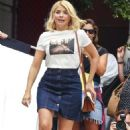 Holly Willoughby in Jeans Skirt – Out in Sydney - 454 x 654