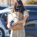 Dakota Johnson – Promotes ending homelessness with a message on her face mask in Malibu - 454 x 682