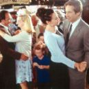 Marty O'Reilly (Carroll O'Connor), Joe Dayton (James Belushi), Megan Dayton (Bonnie Hunt), Grace Briggs (Minnie Driver) and Bob Rueland (David Duchovny) in MGM's Return To Me - 2000
