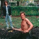 Kathryn Erbe grows concerned with the strange behavior of her husband Kevin Bacon in Stir of Echoes
