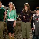 (L to R) Bob Munro (Robin Williams), Jamie Munro (Cheryl Hines), Cassie Munro (Jojo) and Carl Munro (Josh Hutcherson) in Columbia Pictures' family comedy RV.