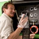 Robin Williams as Bob Munro in Columbia Pictures' family comedy RV.