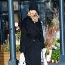Rosie Huntington Whiteley – Shopping for Christmas day in London