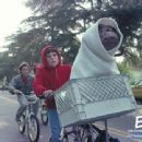 E.T. The Extra-Terrestrial The 20th Anniversary wallpaper - 2002