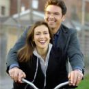 Alyssa Milano as Patty and Jason Gedrick as Frank in Wisegal.