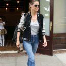Heidi Klum – Leaving her Hotel in New York - 454 x 665