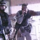 Gregory Sporleder as Gallentine and Josh Hartnett as Eversmann in Columbia's Black Hawk Down - 2001