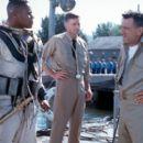 Cuba Gooding Jr., John DuClos and Robert De Niro in 20th Century Fox's Men of Honor - 2000