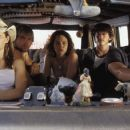 (left to right) Jessica Biel, Mike Vogel, Erica Leerhsen, Jonathan Tucker, and Eric Balfour star in The Texas Chainsaw Massacre.