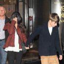 Justin Bieber & Selena Gomez's Paris Dinner Date