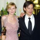Kirsten Dunst and Tobey Maguire At The 74th Annual Academy Awards (2002) - 454 x 571