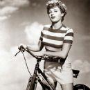 Shelley Winters - 454 x 568
