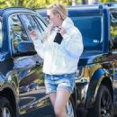 Kate Hudson in Jeans Shorts Out in Brentwood - 454 x 681
