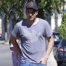 Ashton Kutcher Gets Angry At A Photographer While Out For Lunch - June 30, 2016