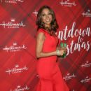 Holly Robinson Peete – 'Christmas at Holly Lodge' Screening in LA - 454 x 673