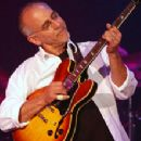 Larry Carlton - 250 x 221