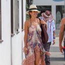 Brooke Burke – Shopping at The Malibu Colony Company in Malibu - 454 x 681