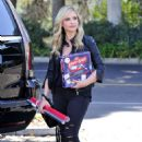 Sarah Michelle Gellar – Leaving Target in Los Angeles