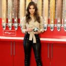 Hailee Steinfeld – Visits Kellogg's NYC Cafe for National Cereal Day