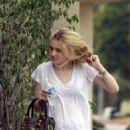 Dakota Fanning goes to exercise class