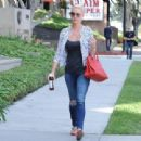 'Jenny's Wedding' actress Katherine Heigl stops by a studio in Studio City, California on August 10, 2015 - 454 x 310
