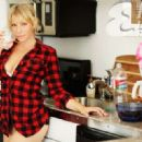 Ari Graynor - Me in My Place Photoshoot for Esquire Magazine - 454 x 320