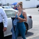 Jennifer Lopez in Blue Gym Outfit – Outside a gym in Miami - 454 x 692