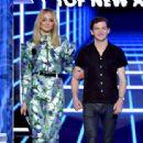 Sophie Turner and Tye Sheridan At The 2019 Billboard Music Awards - 454 x 313