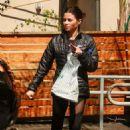 Jenna Dewan Tatum in Tights at Poquito Mas in Studio City - 454 x 681