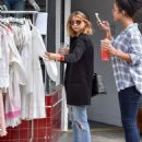 Sarah Hyland is seen out shopping on October 16, 2016 - 454 x 593