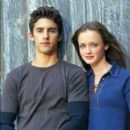 Alexis Bledel and Milo Ventimiglia - 400 x 397