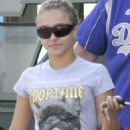Hayden Panettiere And A Friend Having Lunch 2007-10-11